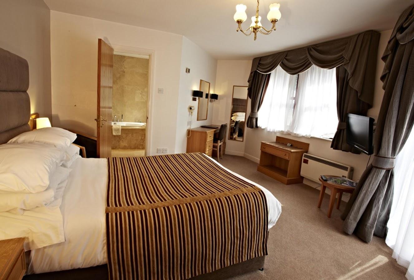 En suite bedroom showing bed